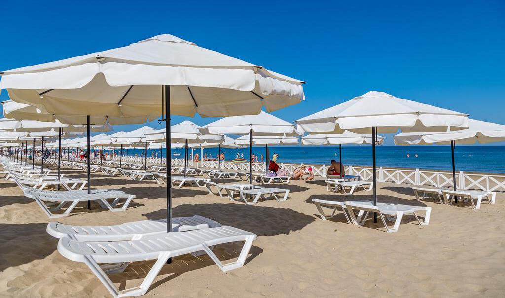 Частный пляж отеля Riviera-all-inclusive (Анапа)