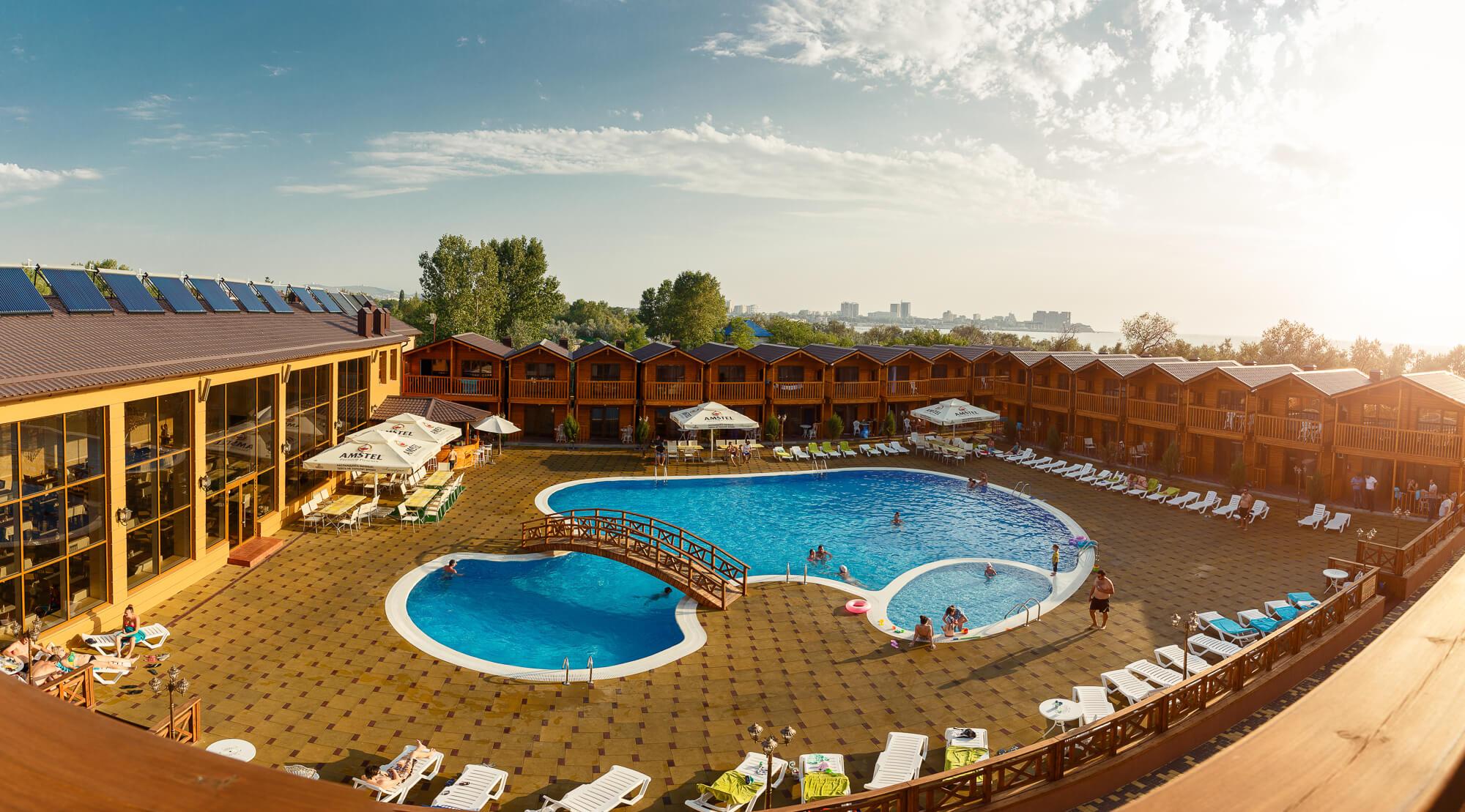 «Золотой берег» (Анапа) – отель с бассейном и своим пляжем на первой линии