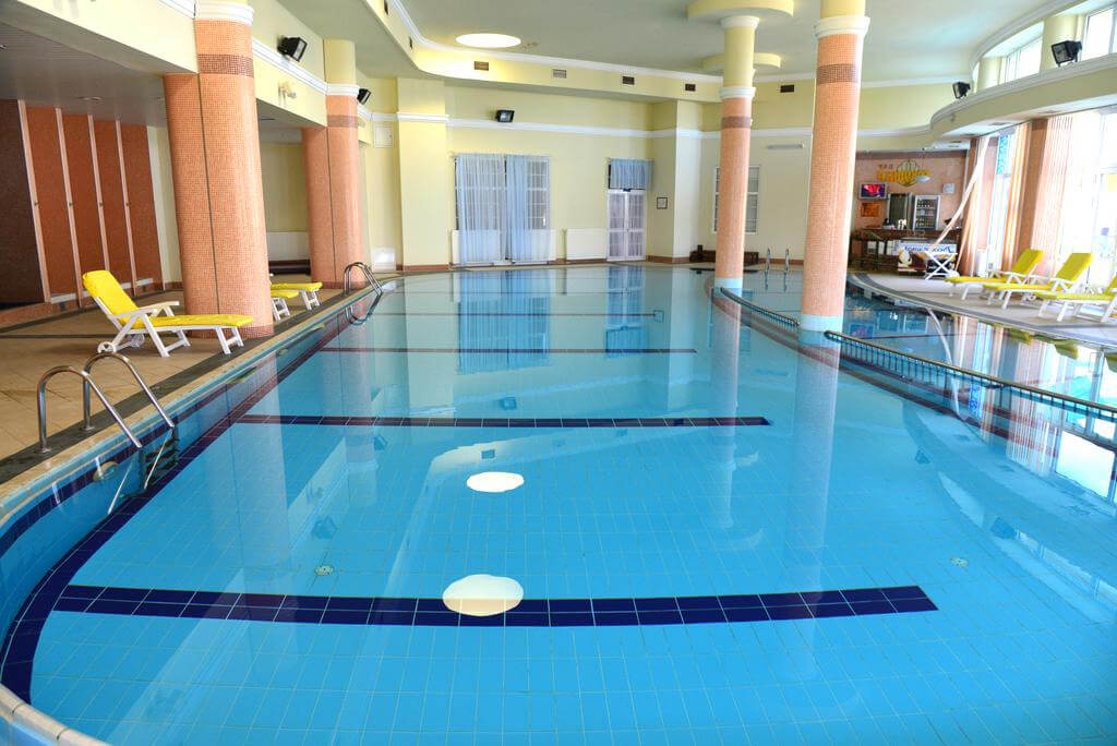 Крытый бассейн с подогревом в Анапе (санаторий Аквамарин)