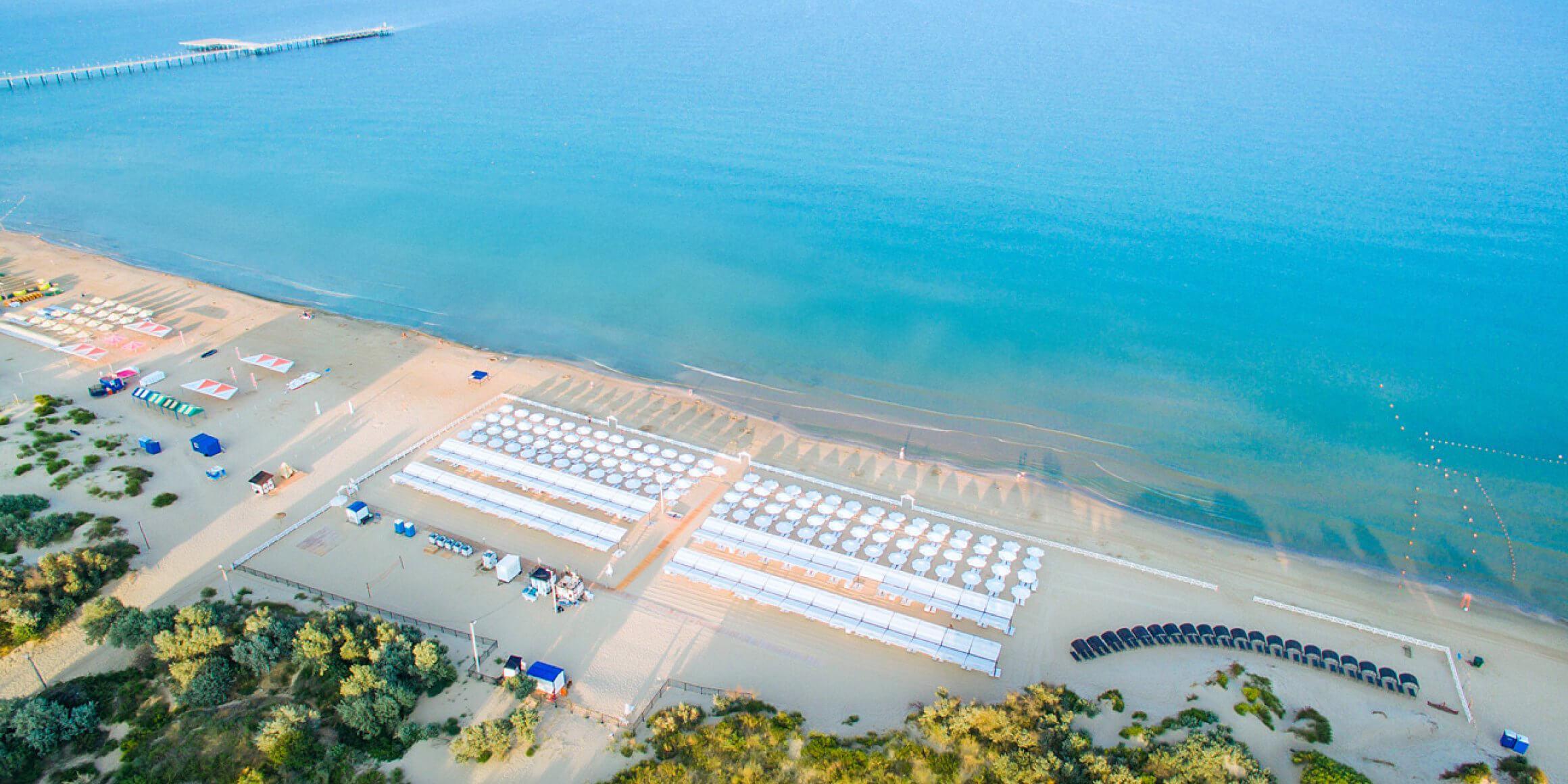 Самый же лучший пляж в этом районе Анапы у Riviera Resort & SPA