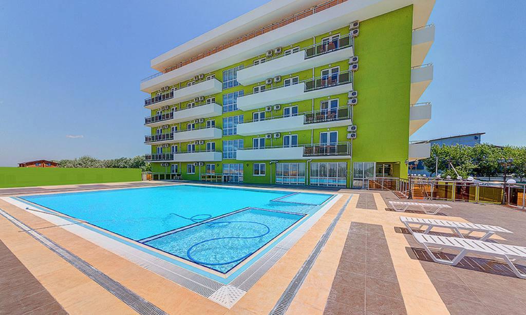 Фото подогреваемого бассейна в отеле Relax