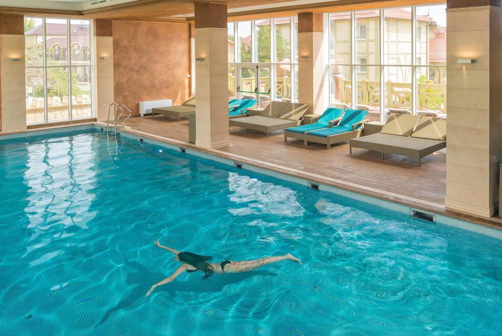 Фото крытого теплого бассейна в отеле Doville Resort & SPA