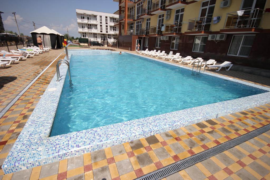 Gala Palmira - трехзвездочный отель в Витязево с теплым бассейном