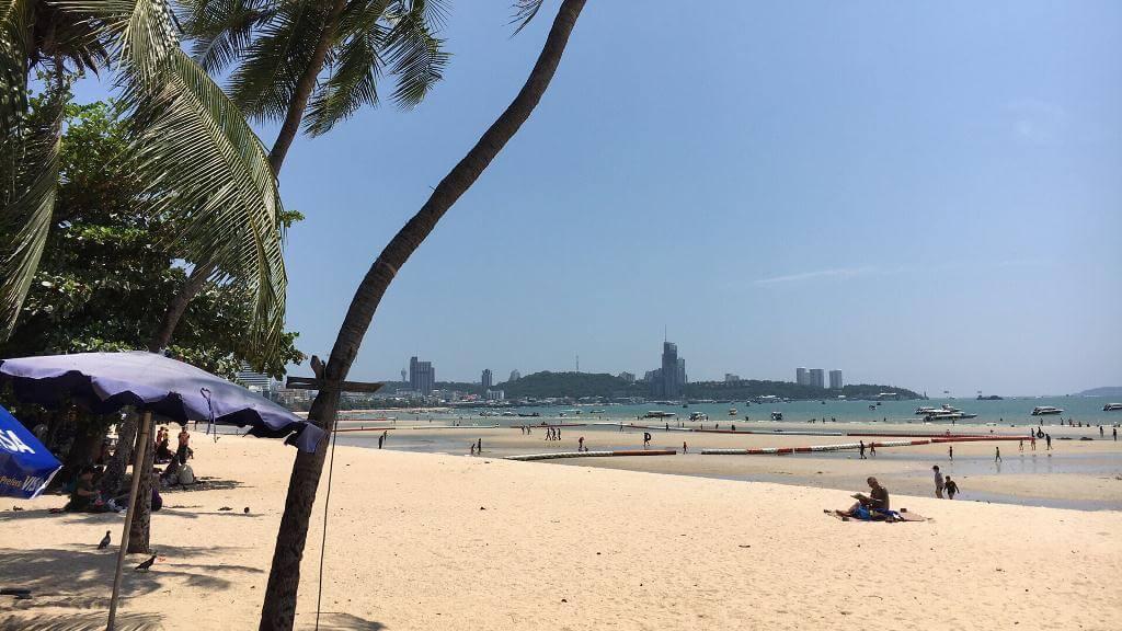 Фото отлива на пляже в Паттайе