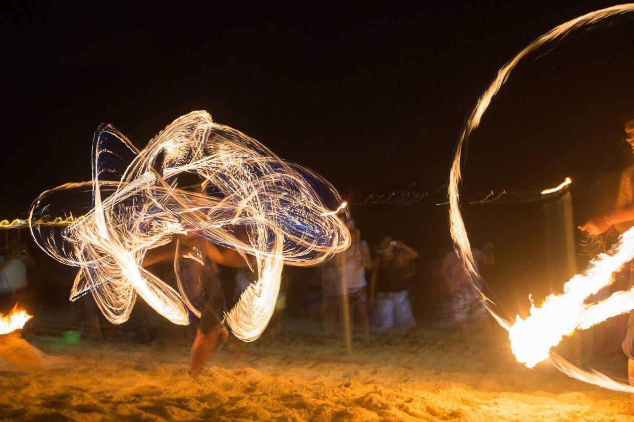 Огненное шоу на Пхукете, на пляже Три Транг Бич