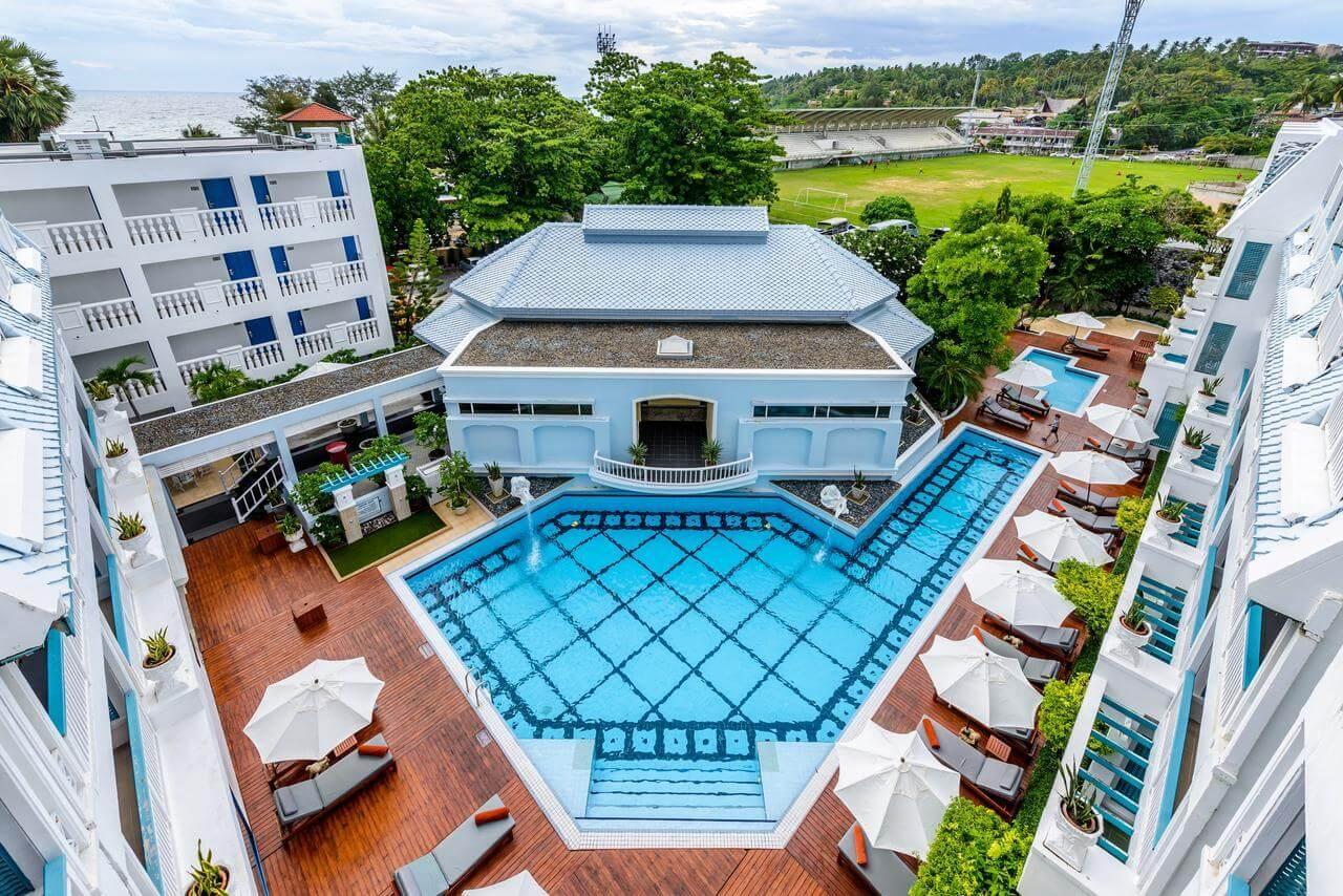 Фотография большого бассейна в отеле Andaman Seaview