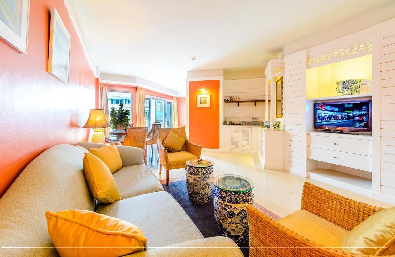 Фото гостиной в номере Deluxe отеля Andaman Seaview Phuket