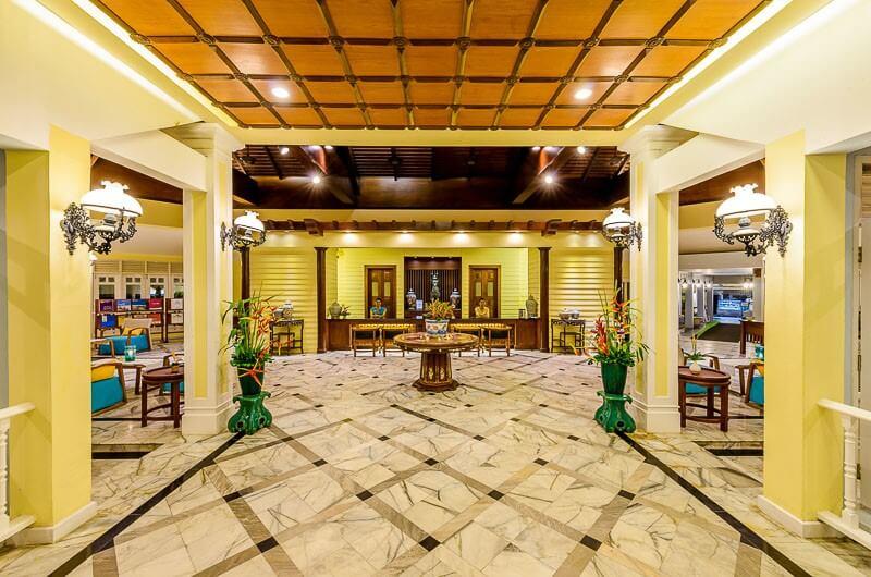 Холл отеля Andaman Seaview