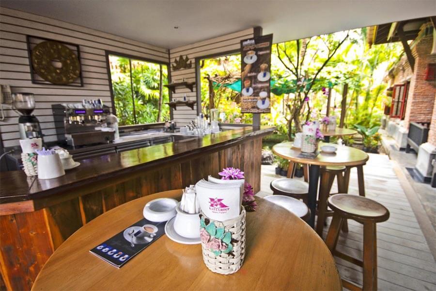 Кафе при гостинице Орхидея Пхукет (Таиланд)