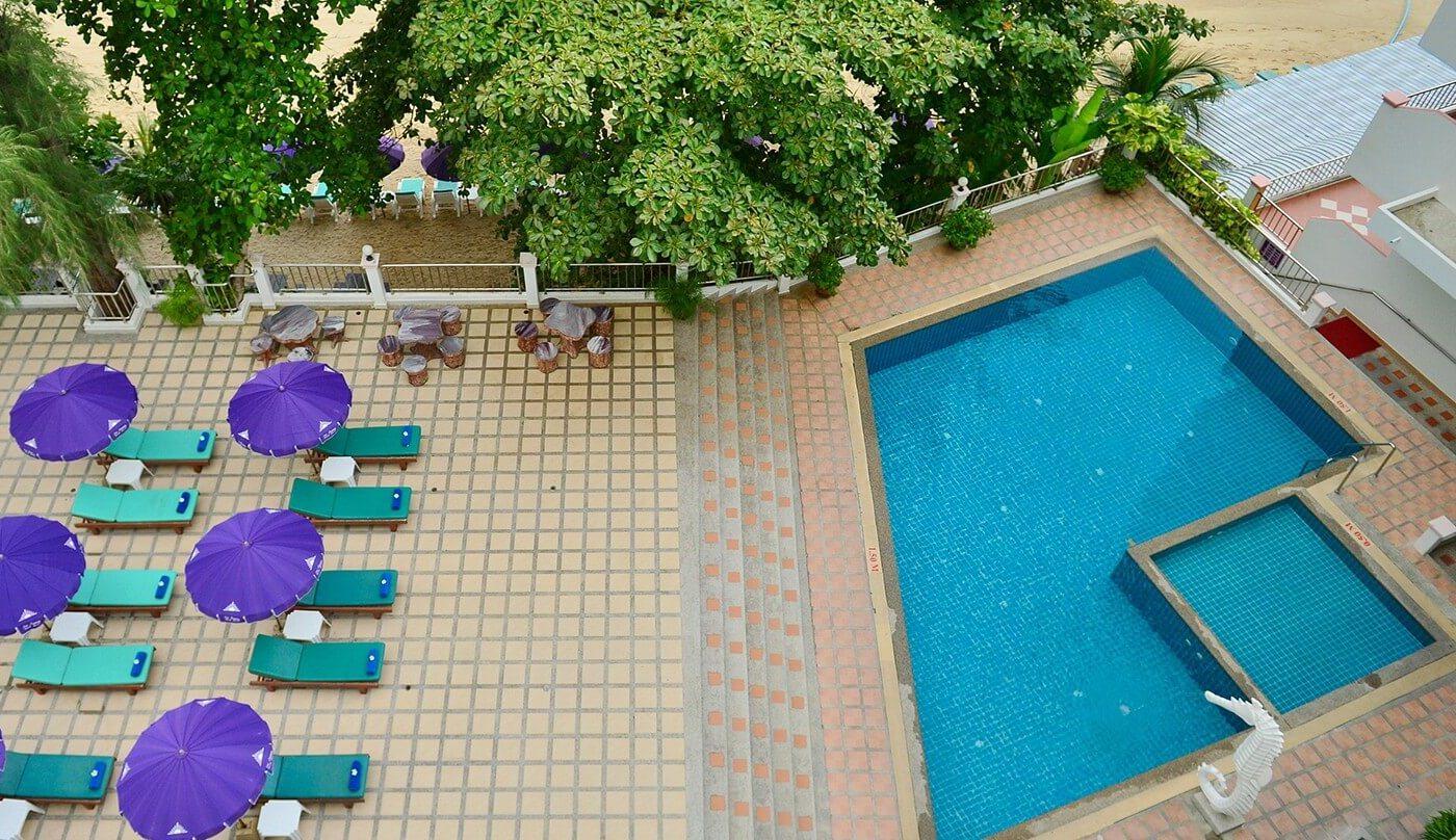 Бассейн в гостинице Три Транг