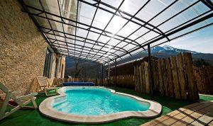 Открытый подогреваемый бассейн в отеле Bridge Mountain Красная Поляна