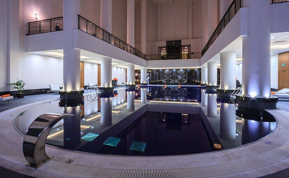 Фото крытого бассейна отеля Rixos в Сочи