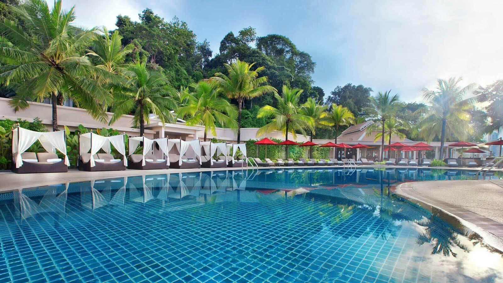 фото бассейна в отеле Amari Phuket