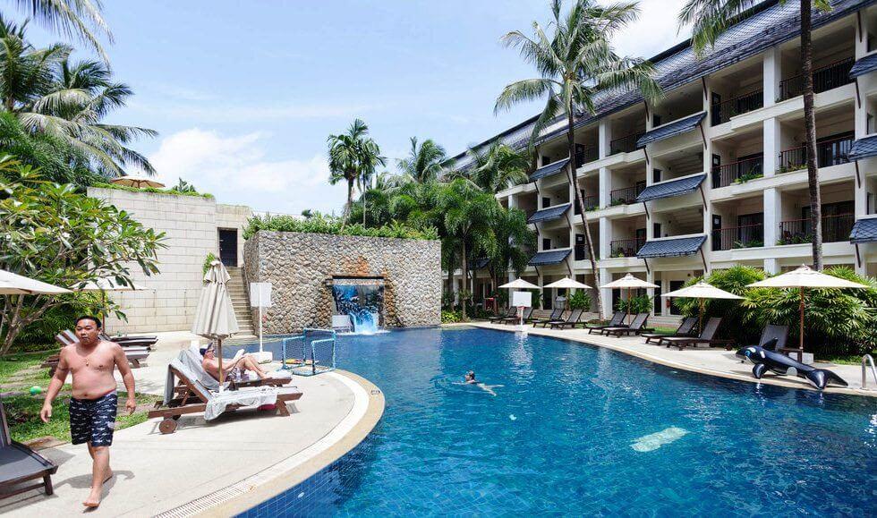 Фото бассейна с водной горкой в отеле Novotel Surin Beach Resort на Пхукете