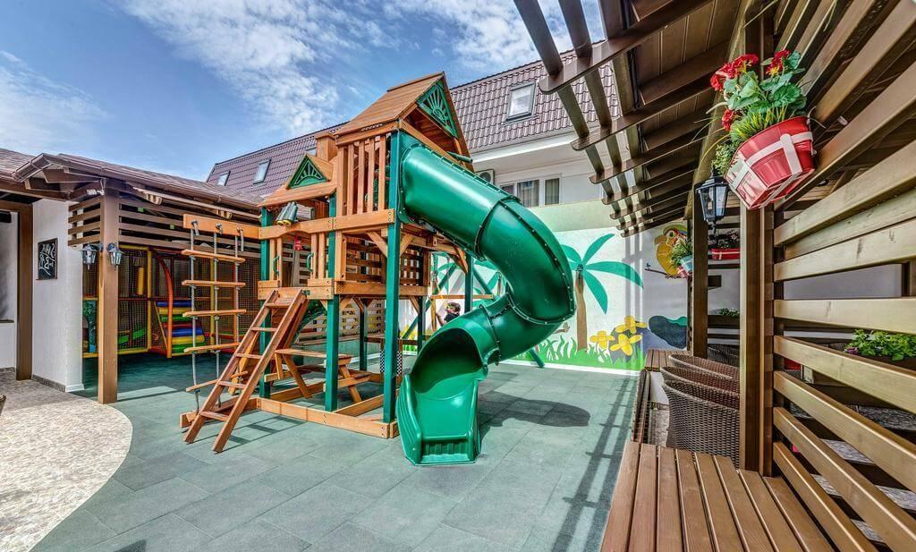 Снимок с изображением игровой площадки в гостинице La Melia