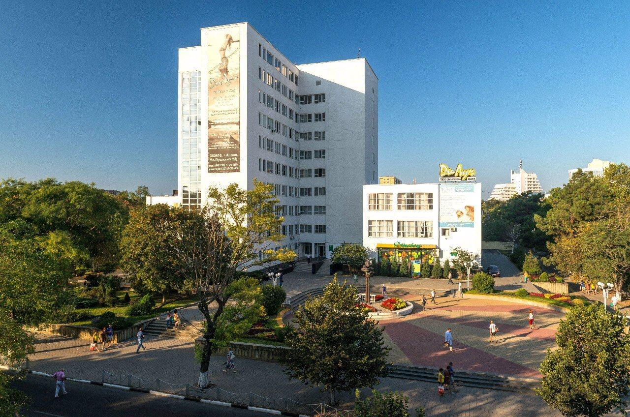Здание санатория «ДиЛУЧ» в Анапе