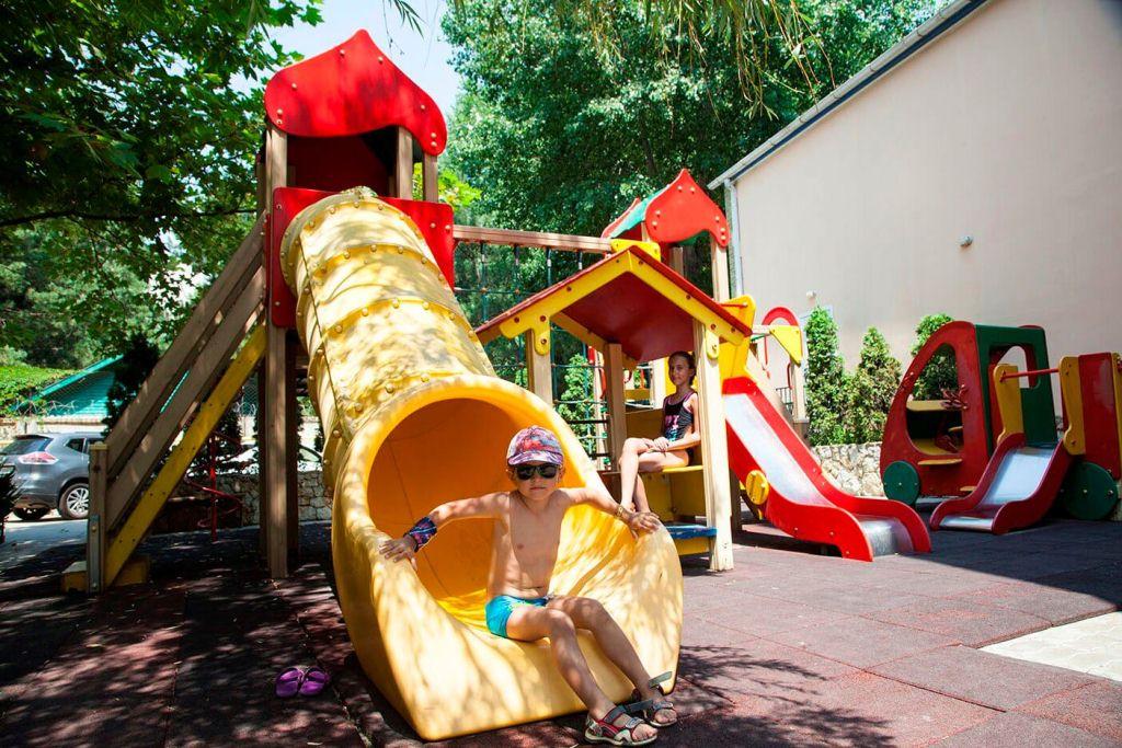 фото детской площадки в «Рябинушке»