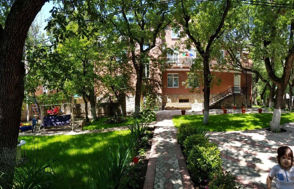 Вид на двор «На Лазурной»