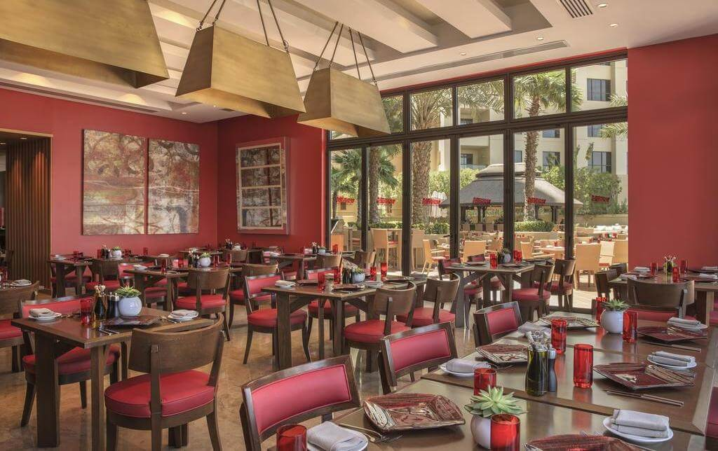 Фото ресторана в Amwaj Rotana