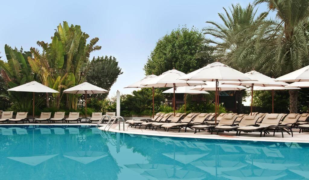 Фото бассейна в гостинице Hilton Jumeirah Resort