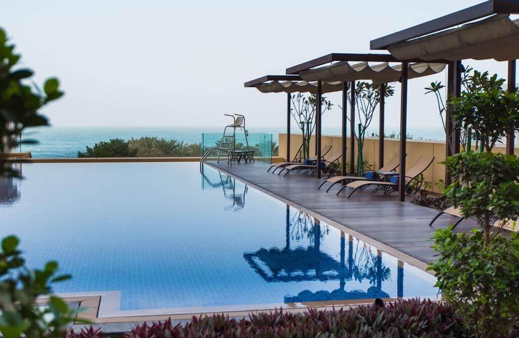 Фотография бассейна в гостинице JA Ocean View Hotel (Дубай)