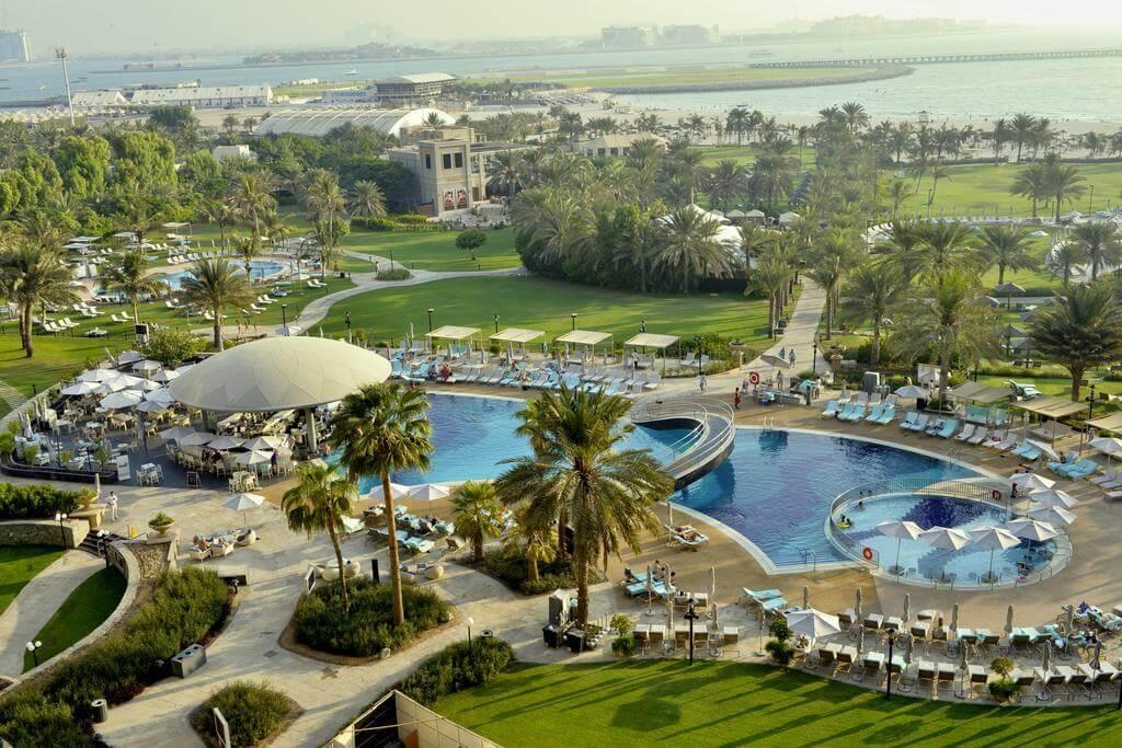 Вид на территорию Le Royal Méridien Dubai
