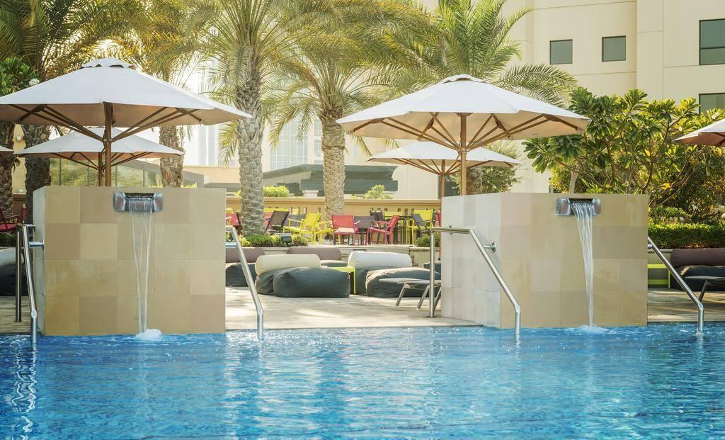 Фотография бассейна в Sofitel Dubai Jumeirah Beach 5*