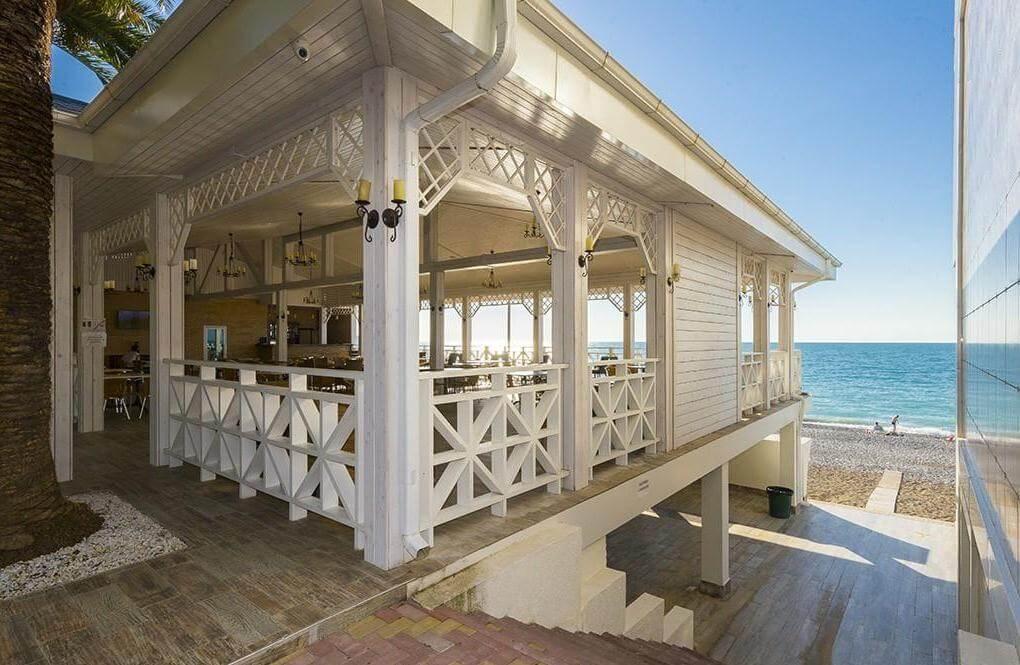 Фото кафе на пляже в Гагре